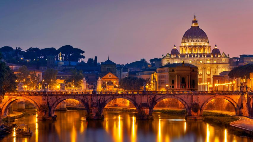 Engelsbrücke und Petersdom, Rom, Italien