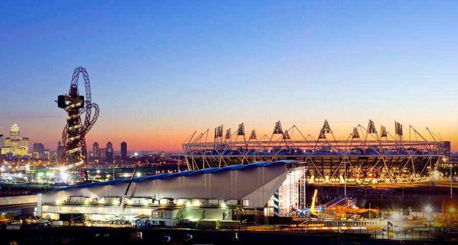 Olympisches Trio: ArcelorMittal Orbit Tower, Aquatics Centre und Olympiastadion in London