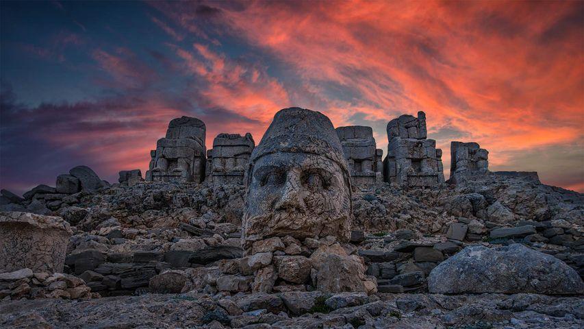 Monumentale Kalkstein-Statuen am Berg Nemrut, Adıyaman, Türkei