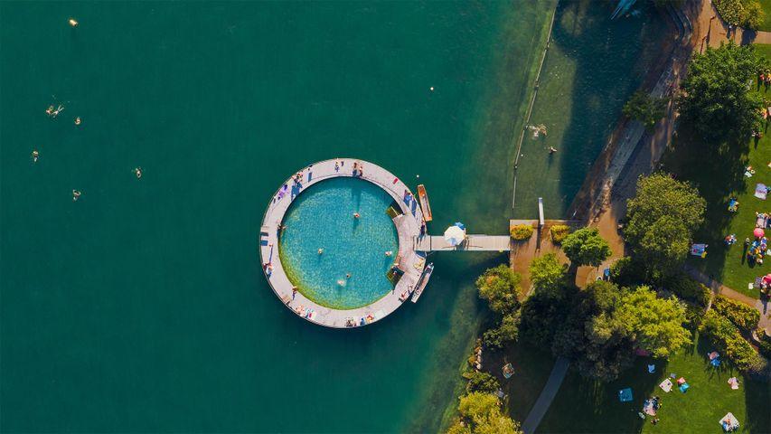 Strandbad Tiefenbrunnen am Ufer des Zürichsees, Schweiz