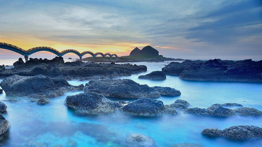 Die Drachenbrücke zur Insel Sanxiantai nahe Chenggong, Taitung, Taiwan