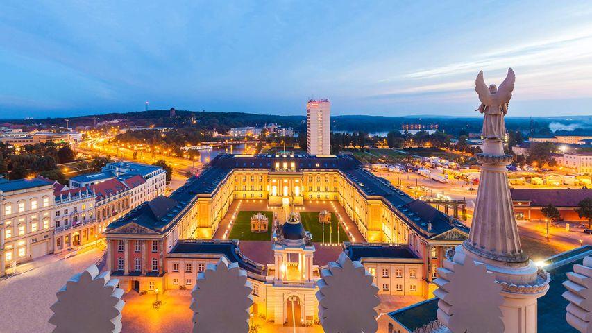 Blick von der Nikolaikirche auf das Stadtschloss mit dem Fortunaportal, Potsdam, Brandenburg