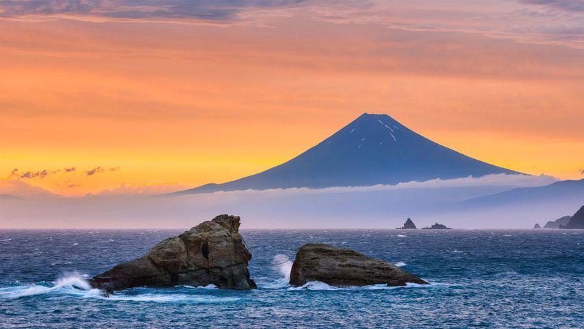 Fuji und Twin Rocks (Ushitukiiwa) in Matsuzaki, Japan