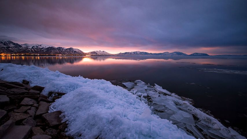 Sonnenaufgang über dem Utah Lake nahe Provo, Utah, USA