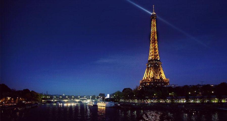 Der Eiffelturm bei Nacht, Paris, Frankreich