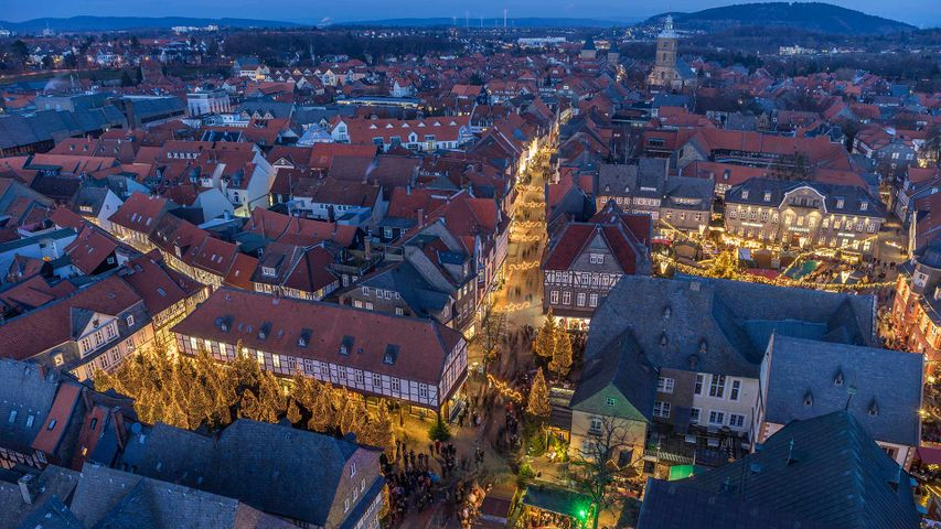 Weihnachtsmarkt am Abend, Goslar, Niedersachsen, Deutschland