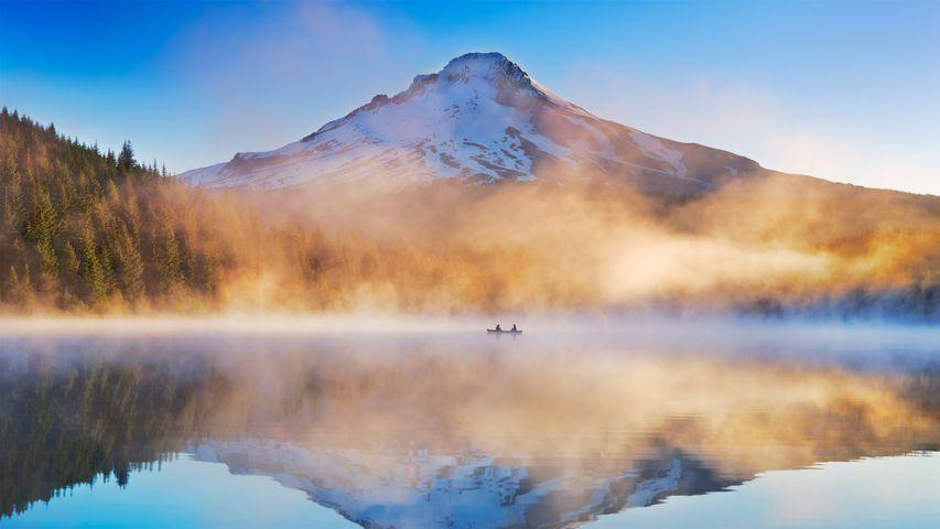 Trillium Lake in Mount Hood National Forest, Oregon, USA