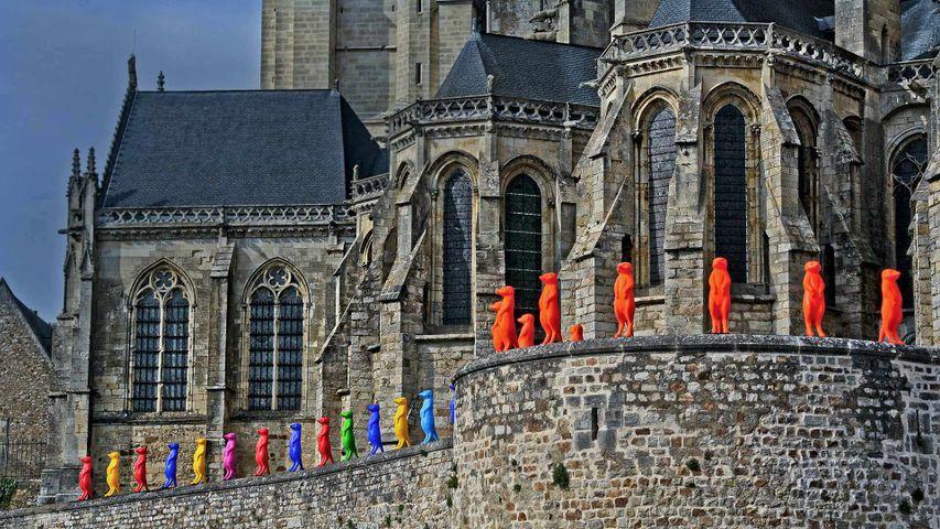 Cracking Art-Installation an der Kathedrale von Le Mans, Frankreich