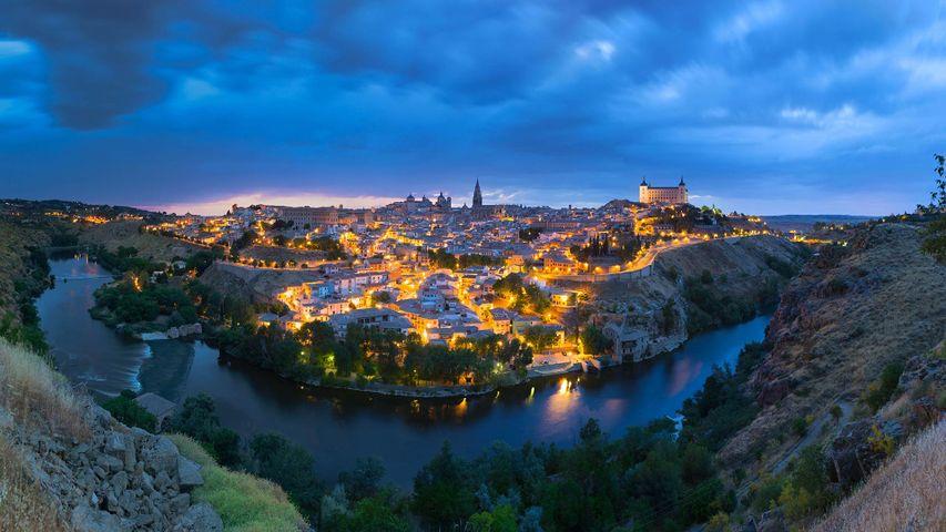 Panoramablick auf Toledo, Spanien, nach Sonnenuntergang