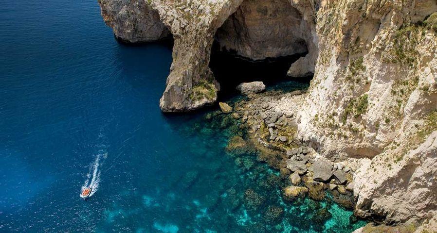 Eingang zur Blauen Grotte vor der Südküste Maltas – Bertrand Gardel/Corbis ©