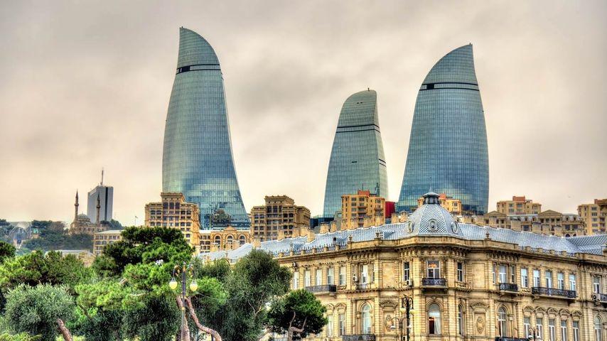 Flame Towers und Skyline von Baku, Aserbaidschan