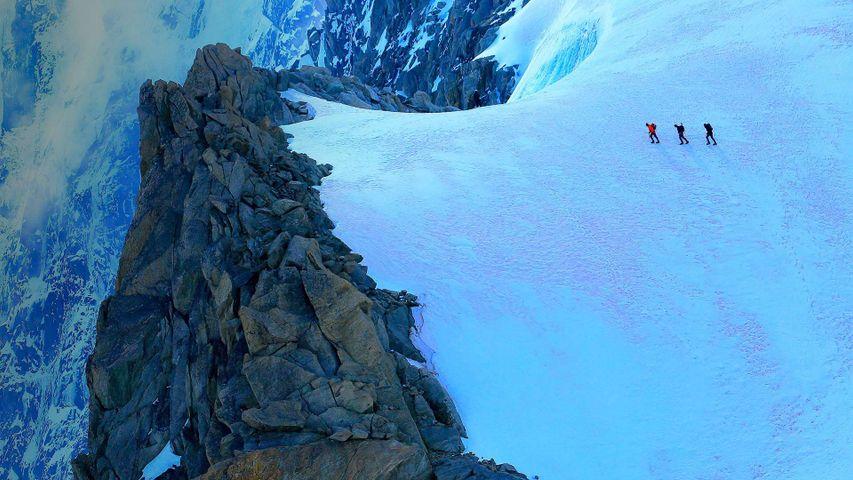Bergsteiger auf einem alpinen Gletscher am Mont Blanc, Chamonix, Frankreich
