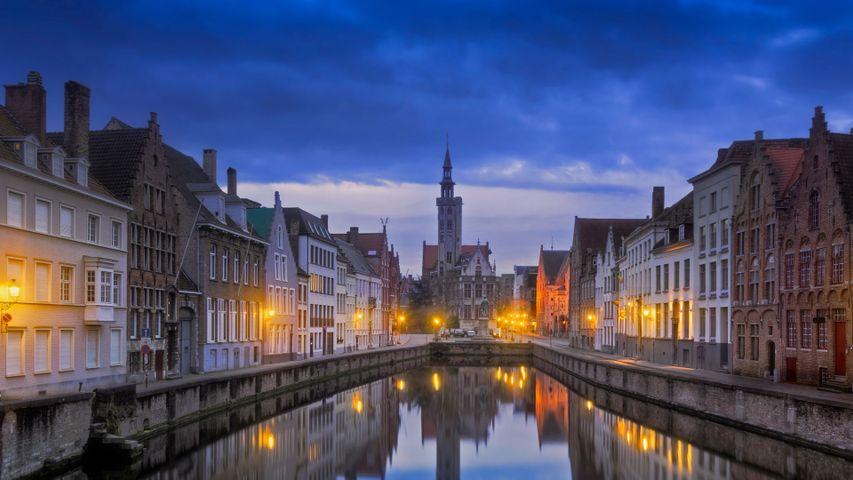 Jan van Eyckplein in Brügge, Belgien