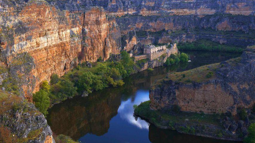 Die Wallfahrtskirche Nuestra Señora de la Hoz in den Schluchten des Flusses Duraton, Segovia, Kastilien und León, Spanien