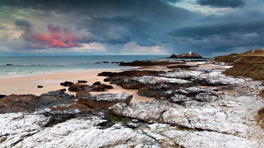 Blick auf den Godrevy-Leuchtturm in der St Ives Bay, Cornwall, England