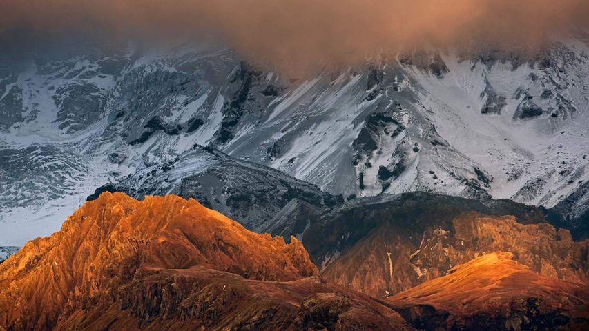 Sonnenstrahlen beleuchten den Vulkan Eyjafjallajökull auf Island