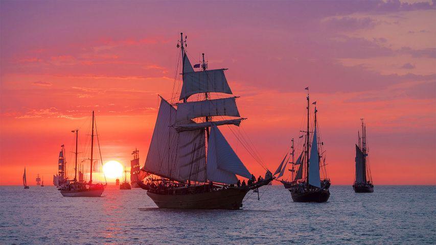 Segelschiffe vor Warnemünde, Mecklenburg-Vorpommern