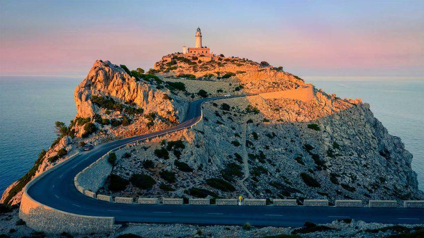Der Leuchtturm Far de Formentor am Cap de Formentor, Mallorca, Spanien