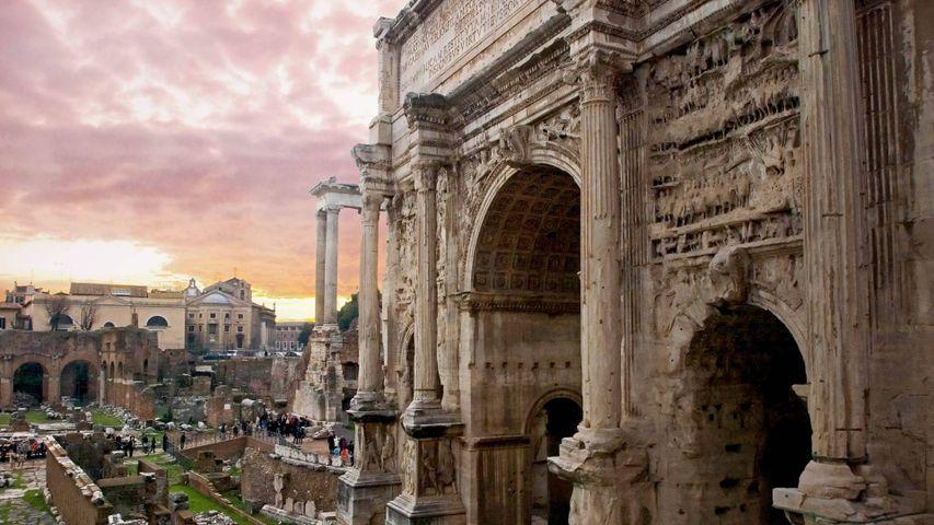 Am Septimius-Severus-Bogen auf dem Forum Romanum anlässlich der Iden des März