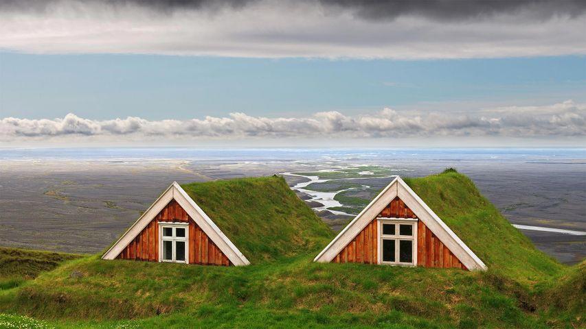 Traditionelle Grassodenhäuser bei Skaftafell, Vatnajökull-Nationalpark, Island