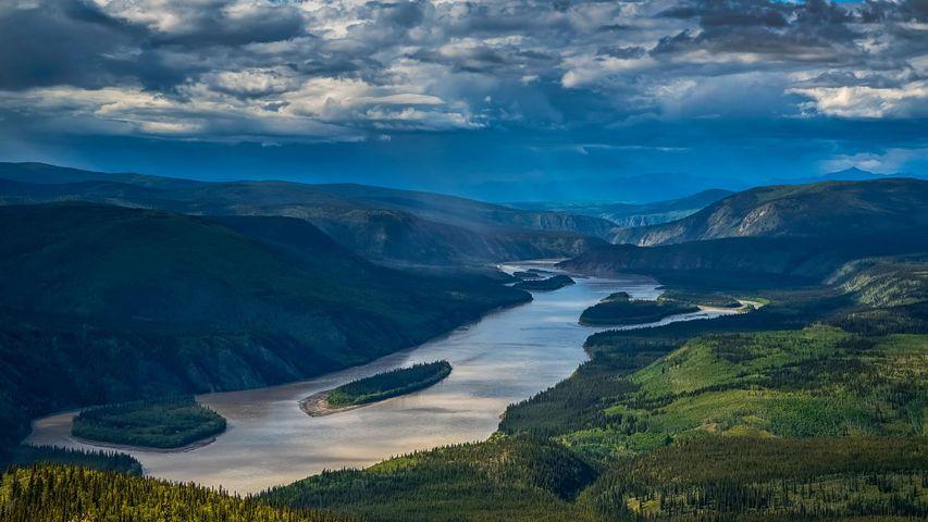 Blick vom Midnight Dome auf den Yukon River, Dawson City, Yukon, Kanada